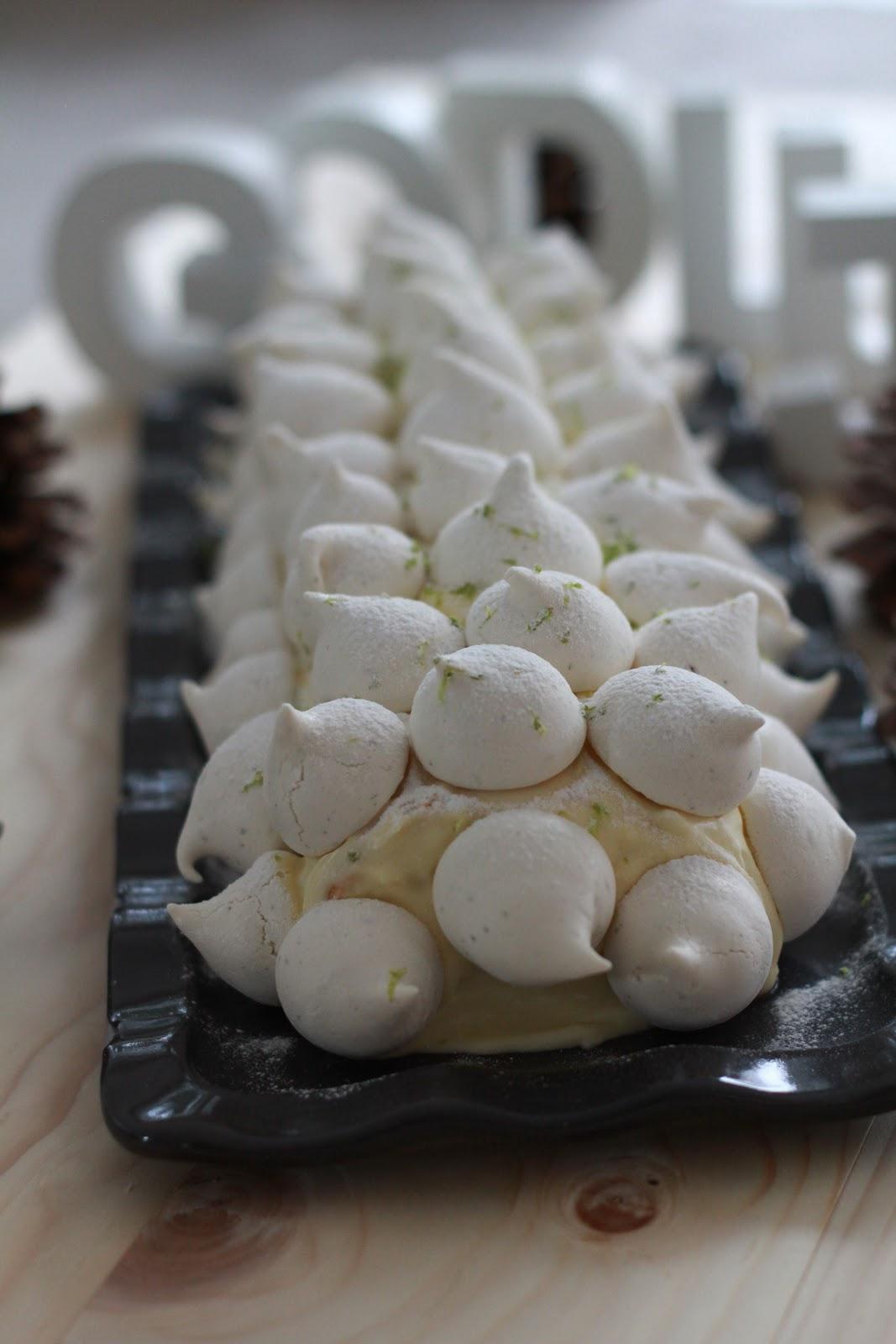 Decoration meringue buche de noel