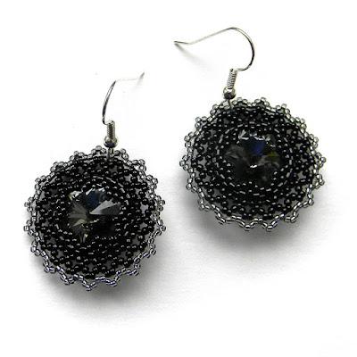 Черные бисерные серьги с кристаллами Swarovski
