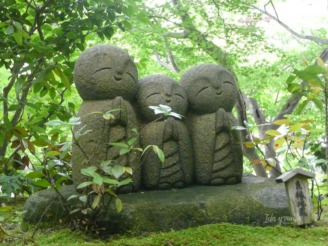 Hase Derea estatuas de monjes