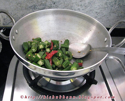 https://www.google.co.in/?gws_rd=ssl#q=bhindi+ki+kadhi+kichu+khon
