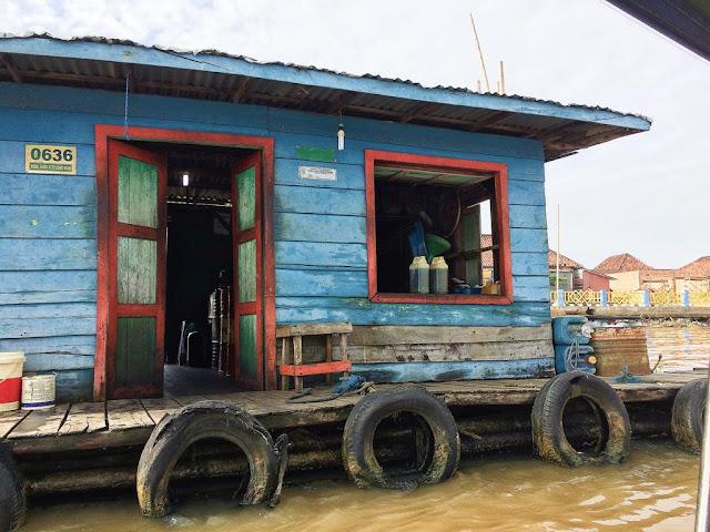 naik kapal ke pulau kemaro