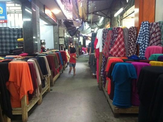 Đại siêu thị may mặc Trung Quốc ở Hà Nội ế ẩm