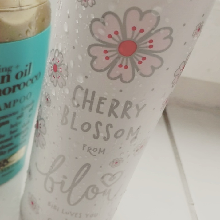 review bilou cherry blossom duschschaum limited edition aufgerouget. Black Bedroom Furniture Sets. Home Design Ideas