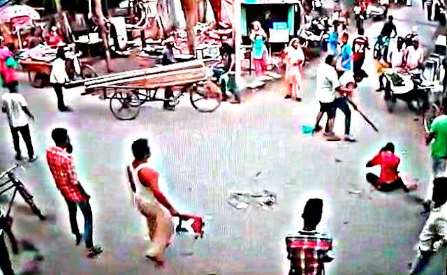Seorang Pemuda di India Tewas Dikeroyok Ditengah Pasar [VIDEO]
