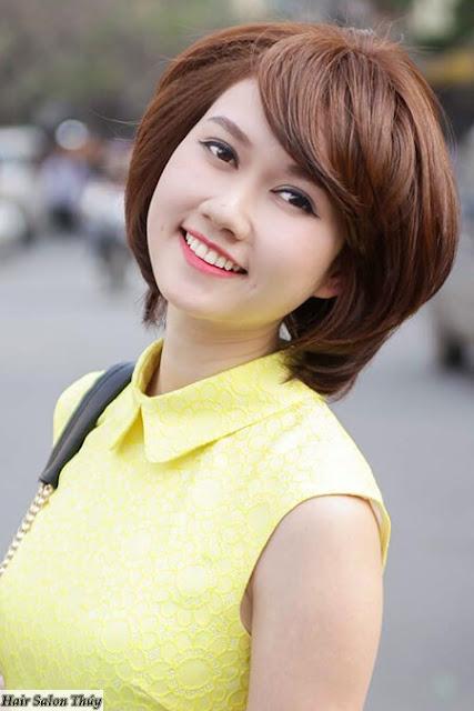 """<img src=""""kieu-toc-ngan-uon-cup.jpg"""" alt=""""Kiểu tóc ngắn uốn cụp mái xéo """"/>"""