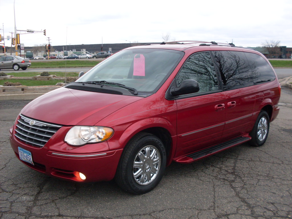 Chrysler Town Country Red on Dodge Ram 1500 2004 Blue