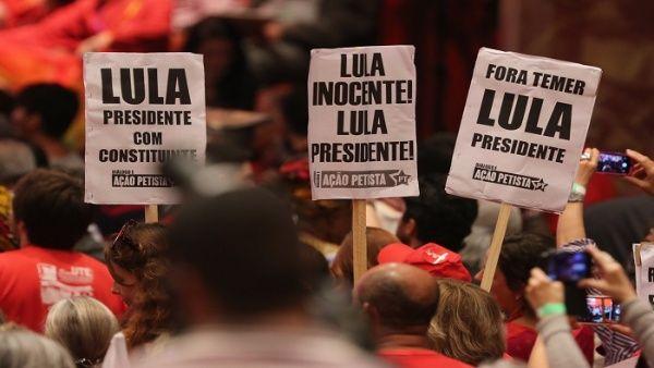 Lula da Silva recibe rosario bendecido por el papa Francisco