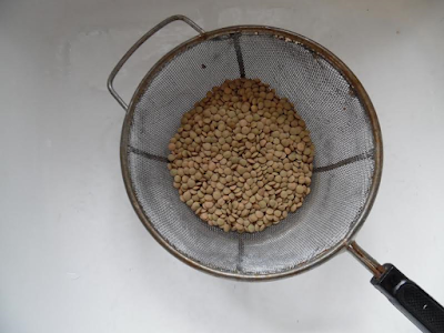 Photo of rinsing the lentils