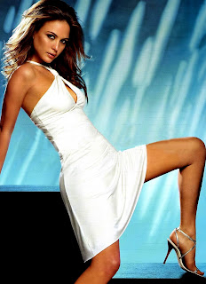 Beautiful Posture Of Josie Maran For Legs Show