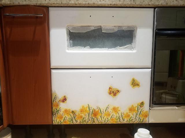 переделка покраска декупаж кухонной мебели своими руками, нижние выдвижные ящики: закрасила, задекупажила...