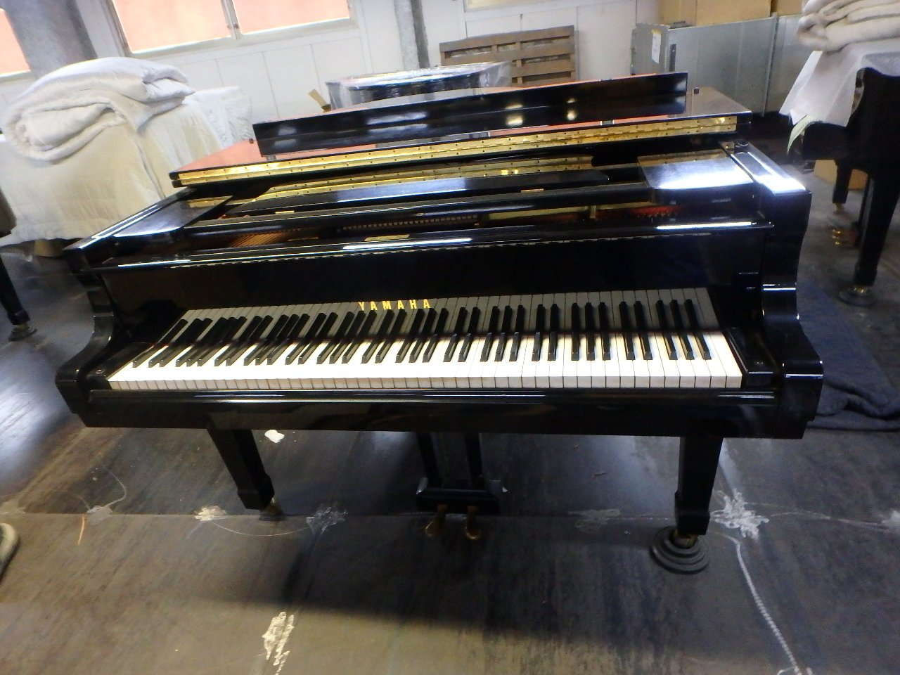 grand piano Yamaha G5E