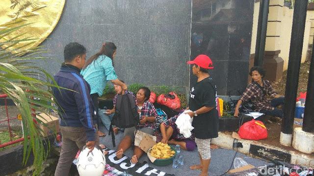 Libur Waisak Massa Pro-Ahok Tetap Demo di Depan Mako Brimob