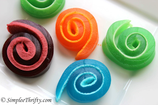 https://i2.wp.com/simpleethrifty.com/wp-content/uploads/2015/05/Marshmallow-Jello-Pinwheels1.png?w=800