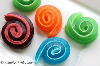 http://simpleethrifty.com/marshmallow-jello-pinwheels/