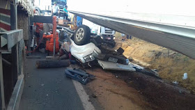 Acidente deixa 2 mortos na BR 230, e Polícia evita saqueamento de carga