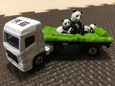 トミカパンダの車