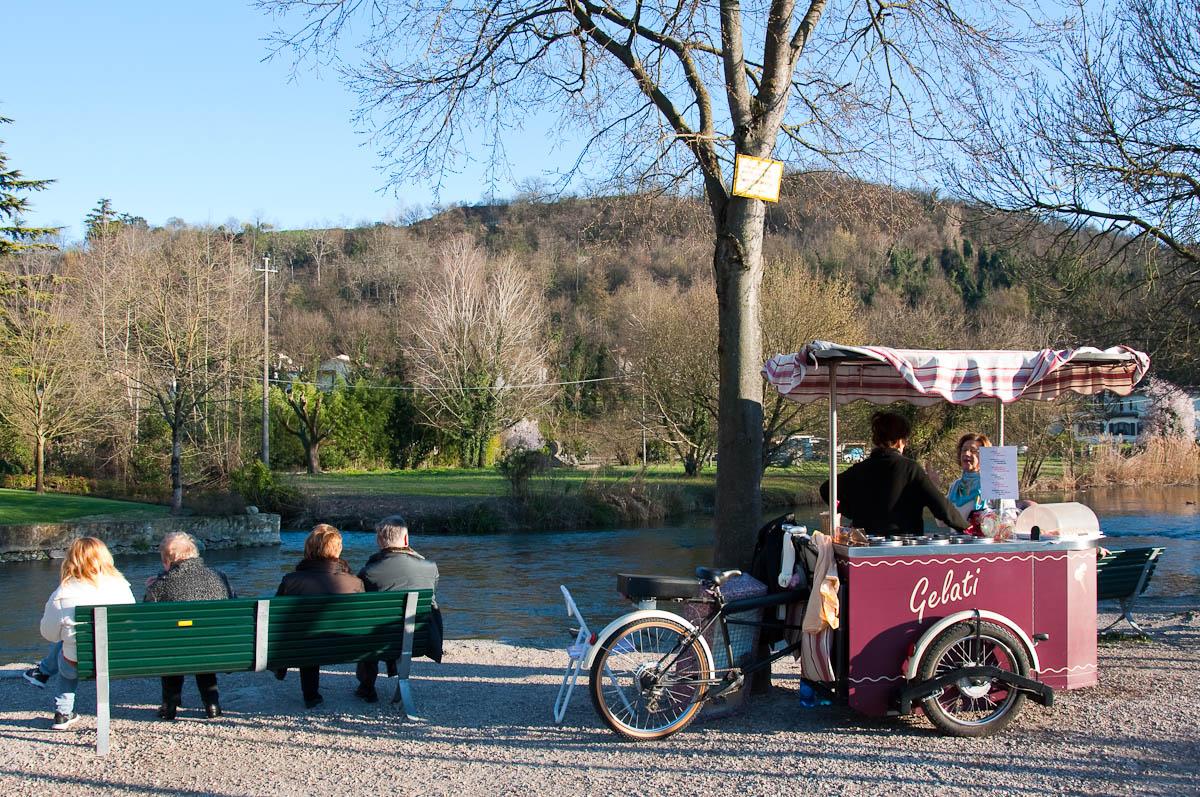 Movable gelatto stand, Borghetto, Veneto, Italy