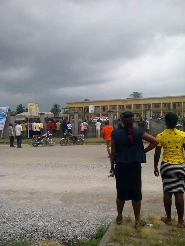 Rivers Re-run: Policemen storm polling unit, snatch ballot boxes (phtotos)