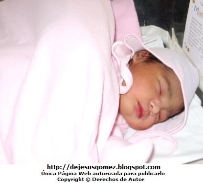 Foto de una bebita durmiendo bien abrigada. Foto de bebé de Jesus Gómez