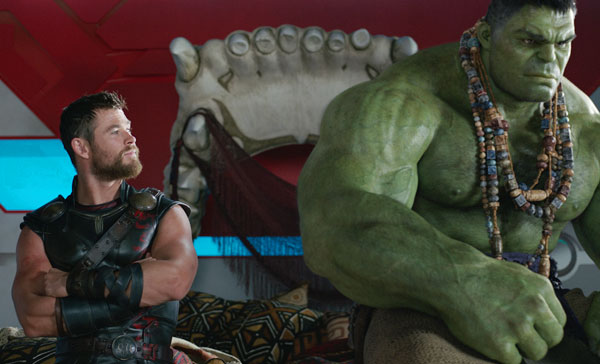An odd-couple moment between Thor (Chris Hemsworth) and Hulk (Mark Ruffalo) in THOR: RAGNAROK (2017)
