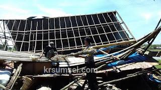 Enam Rumah Roboh Dihantam Angin Puting Beliung
