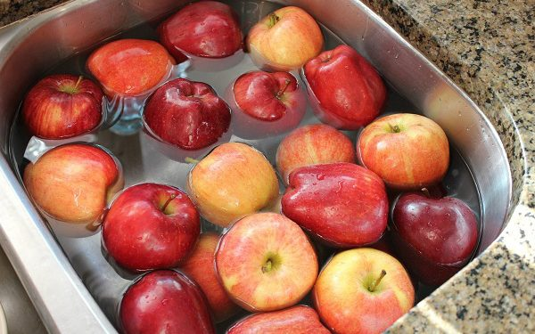 A Simple Tip To Remove Pesticides From Your Fruits And Vegetables