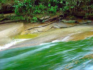Tobogã na Pedra na Cachoeira do Escorrega, Sana, Rio de Janeiro