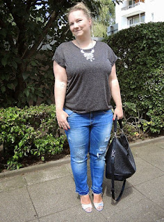 tas dengan tali pendek lebih cocok untuk wanita berpinggul besar
