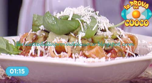 Prova del cuoco - Ingredienti e procedimento della ricetta Mezzemaniche alla Norma di Marco Bottega