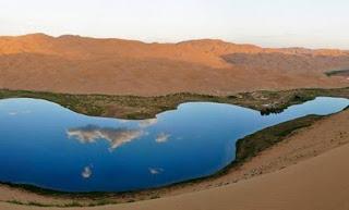 Οι μυστηριώδεις λίμνες της ερήμου Badain στην Κίνα