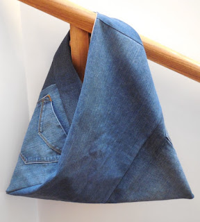 https://quiltersenjoycolor.blogspot.com/2015/10/denim-triangle-bag-with-lining.html