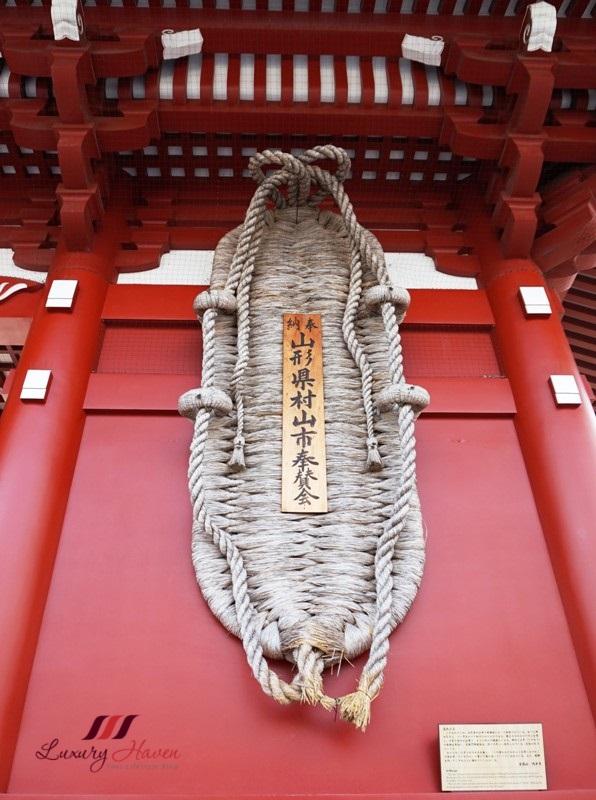 asakusa sensoji hozomon gate waraji straw sandals
