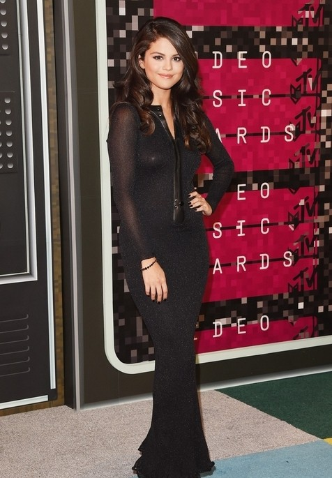 Selena Black Dress Appeared Slimmer
