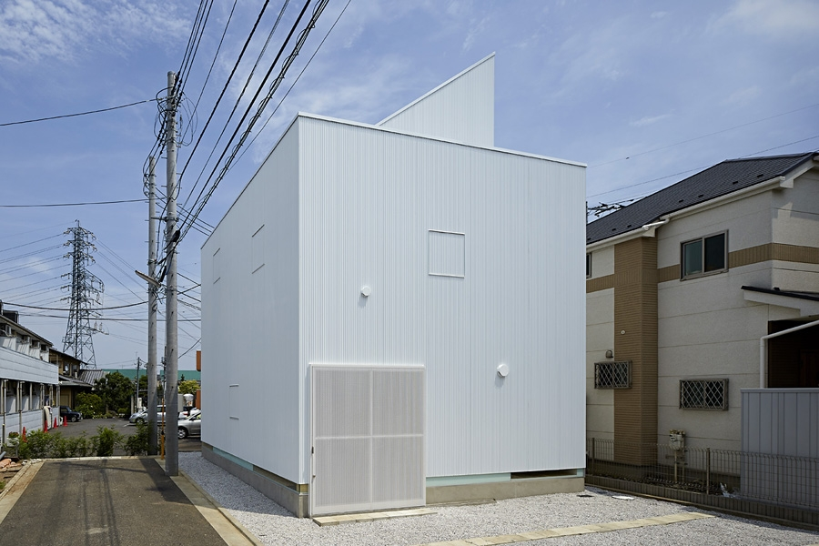 01-A-L-X-Sampei-Junichi-Architecture-Building-that-Envelops-Beauty-www-designstack-co