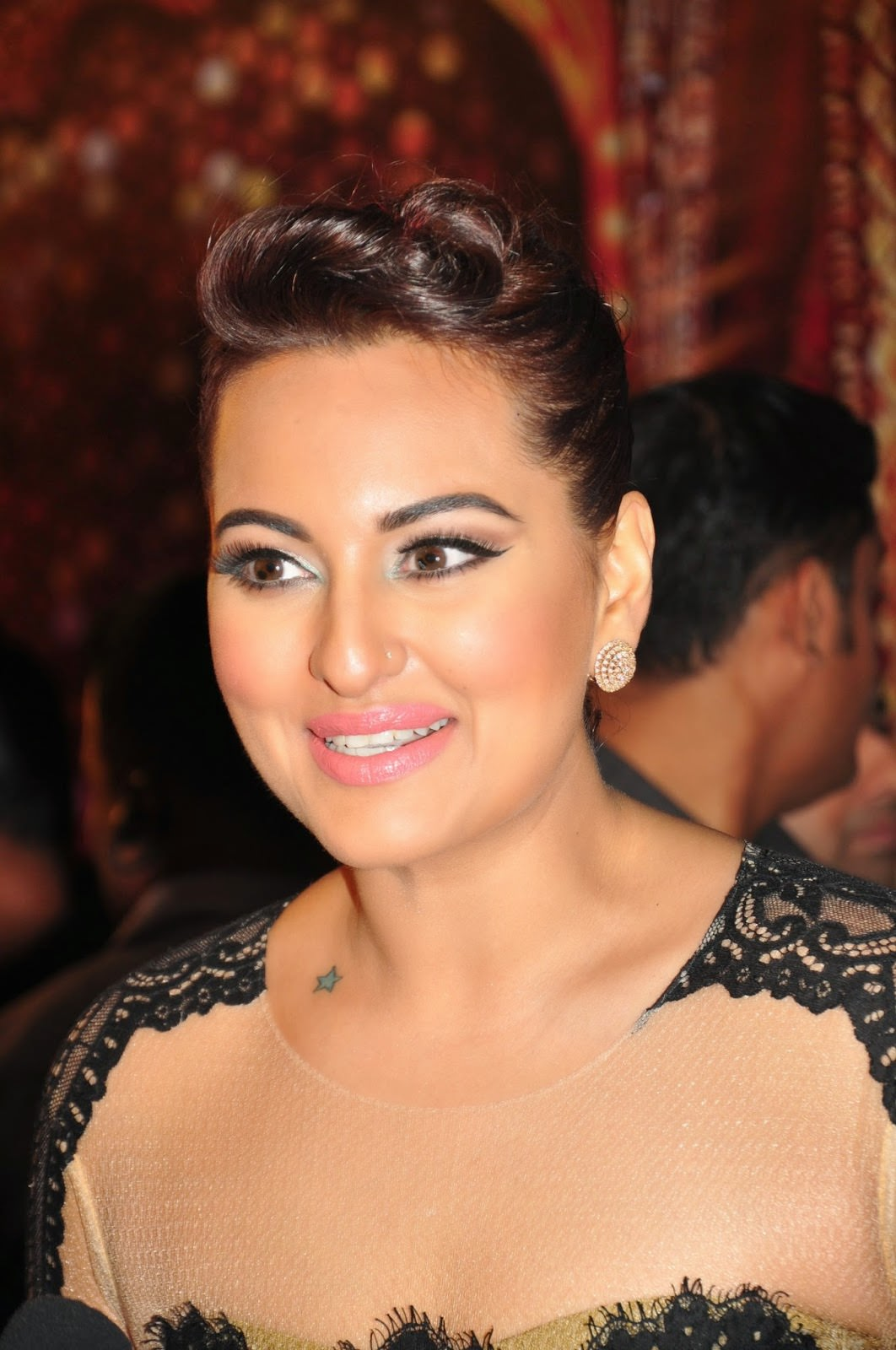 sonakshi sinha latest hd photos and wallpapers collection