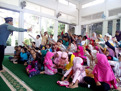 taklim anak di musholla al ikhlas bintaro