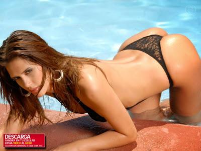 Sandra Bustamante en bikini