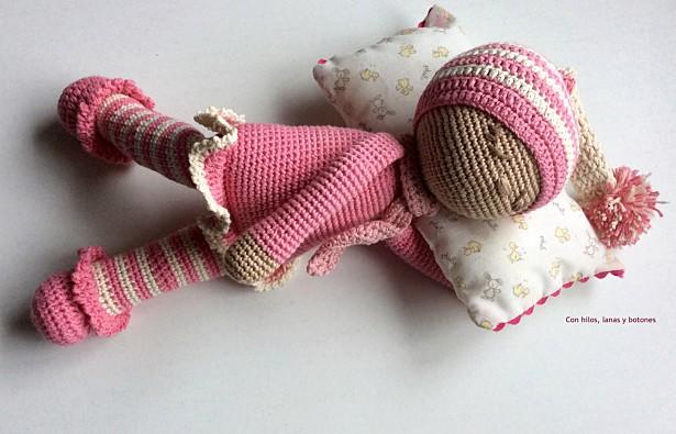 Con hilos, lanas y botones: bebé dormilón amigurumi