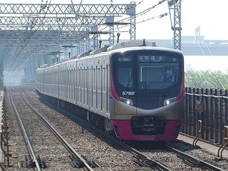 都営新宿線でだけ表示される5000系 新宿から快速橋本行