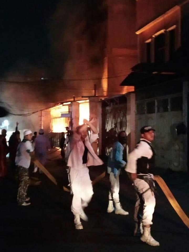 """Laskar FPI Lakukan Tindakan """"Anarkis"""" Terhadap Warga Keturunan Tionghoa di Jelambar"""
