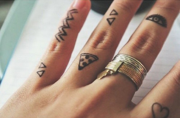 30 Amazing Attractive Finger Tattoo Styles-10