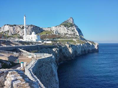 Koniec europy na Gibraltarze. Tutaj znajduje się meczet oraz pomnik Sikorskiego.