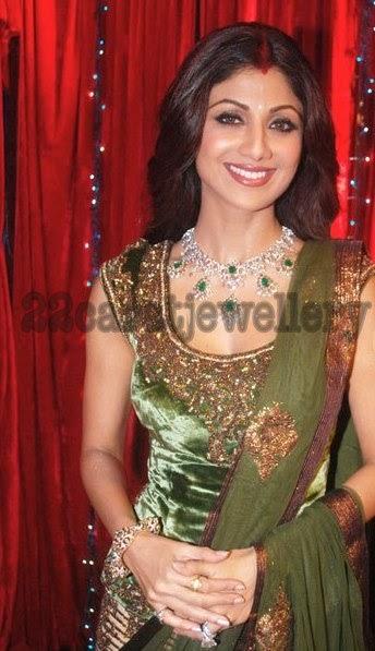 Shilpa Shetty In Diamond Emerald Necklace And Bangle