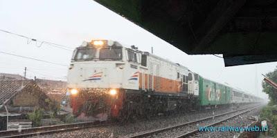 Gambar Kereta Api Rainshot