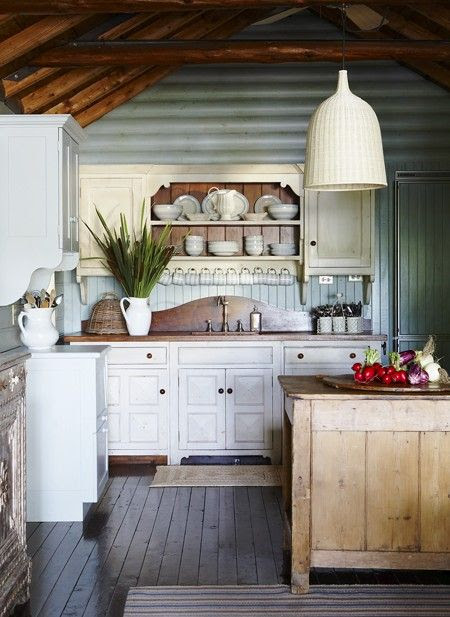 8 of the most Charming Cabin Kitchens Ever