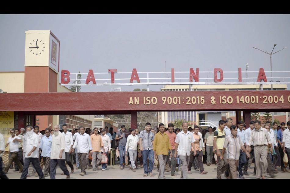 f52bd19017224e Bata « est un des plus importants détaillants de chaussures dans le monde.  Le groupe Bata est représenté dans 60 pays et emploie plus de 34 000  personnes au ...