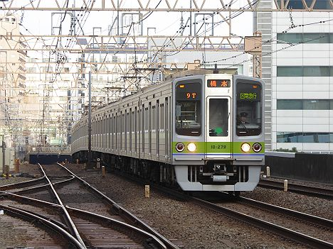 京王電鉄で8両編成の区間急行が増えた最大の理由とは?