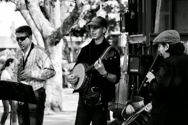 Tres músicos en Recoleta