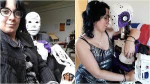 wanita yang bercinta dan berhubungan intim dengan robot