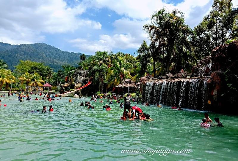 Mandi Manda di  Sungai Klah Hot Springs